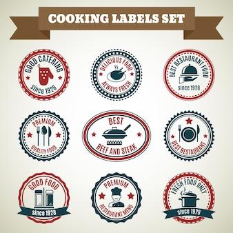 Cuisinier chef étiquettes ensemble de bonne restauration nourriture délicieuse toujours fraîche isolé illustration vectorielle