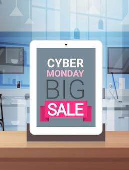 Cyber monday signe sur l'écran de la tablette numérique big sale design bannière