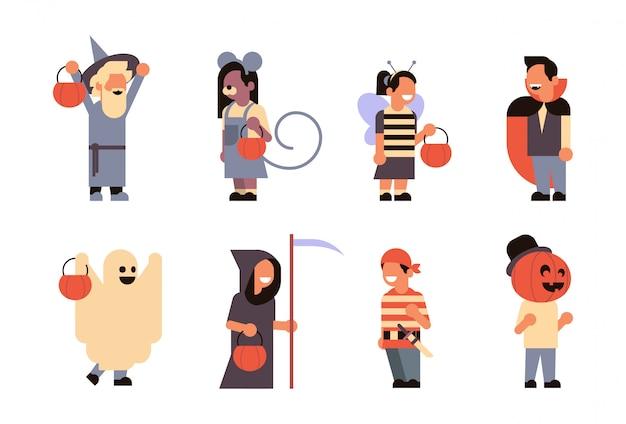 Définir différents enfants mignons portent des monstres costume heureux halloween