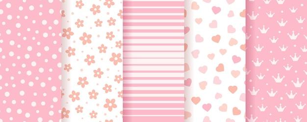 Définir des textures de scrapbook pastel avec des fleurs et des coeurs de rayures de points