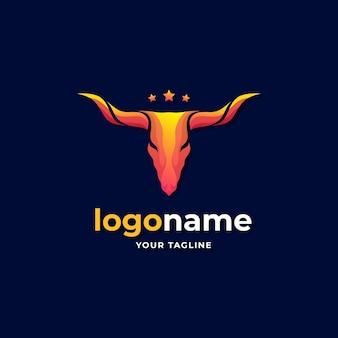 Dégradé abstrait du logo de la vache texas longhorn pour le ranch de la campagne occidentale