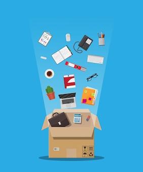 Déménagement dans un nouveau bureau. boîte en carton