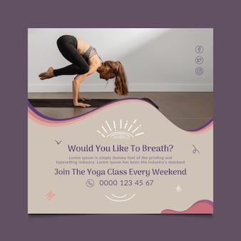 Dépliant carré de cours de yoga