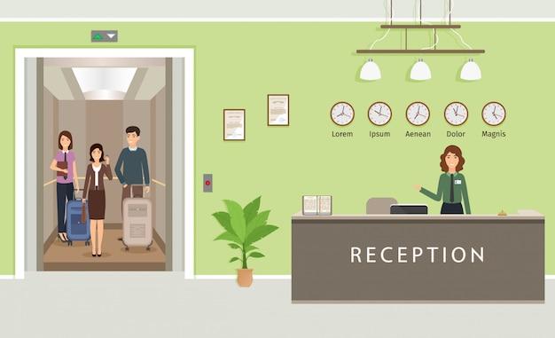 Design d'intérieur du hall du complexe avec une employée et des invités dans l'ascenseur. comptoir de réception de l'hôtel avec réceptionniste.