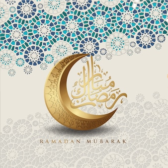 Design luxueux et élégant ramadan kareem avec calligraphie arabe, croissant de lune et détails colorés ornementaux islamiques de mosaïque pour salutation islamique