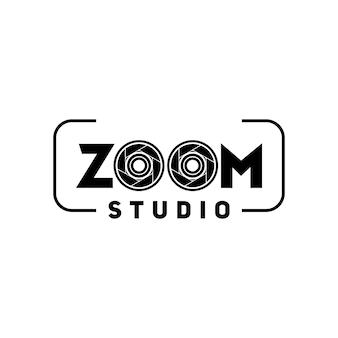 Design plat de logo d'objectif à double zoom