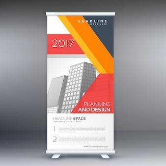 Design standee professionnelle moderne avec des formes géométriques abstraites