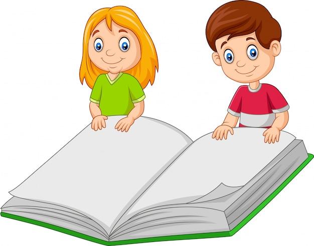 Dessin animé garçon et fille tenant un livre géant