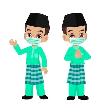 Dessin animé garçon en vêtements malais portant un masque