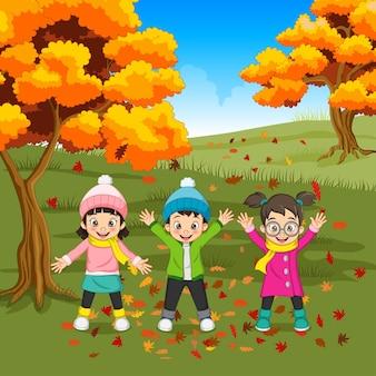 Dessin animé, gosses heureux, jouer, dans, automne, fond