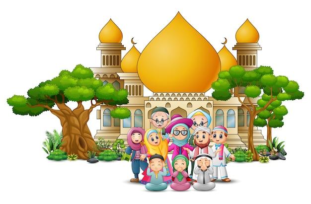 Dessin animé heureux enfants musulmans devant une mosquée