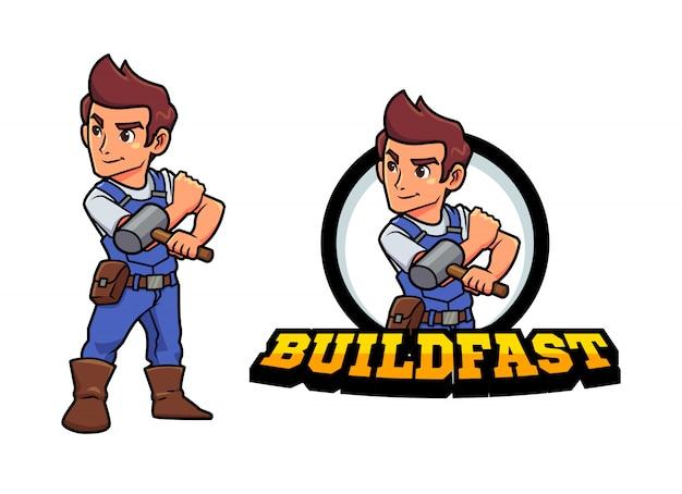 Dessin animé jeune constructeur bricoleur ou réparateur tenant le logo de mascotte de personnage marteau