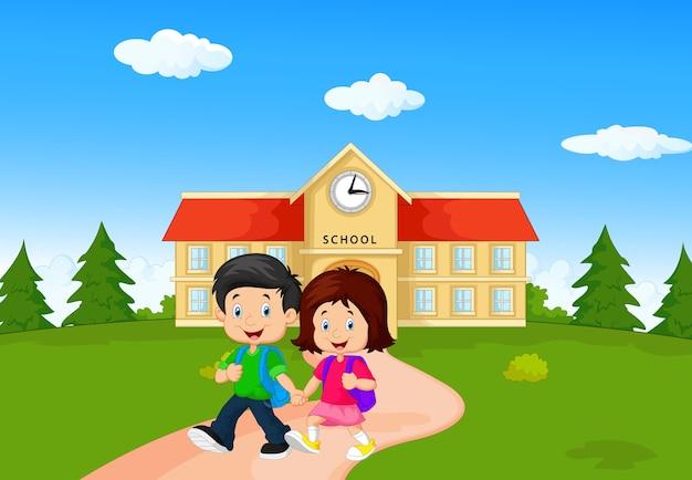 Dessin animé joyeux petits enfants sur fond de bâtiment scolaire