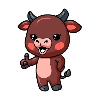 Dessin animé mignon bébé taureau abandonnant le pouce vers le haut