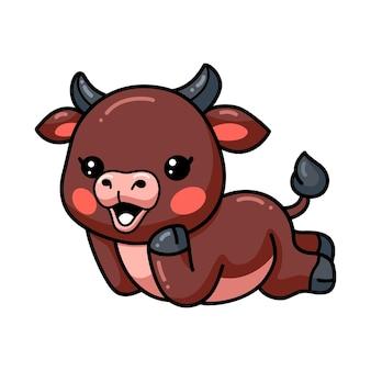 Dessin animé mignon bébé taureau fixant