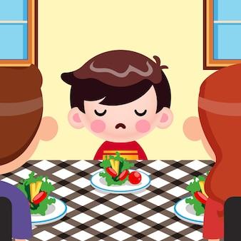Dessin animé mignon petit garçon ne veut pas manger de légumes