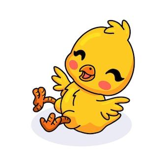 Dessin animé mignon petit poussin jaune posant