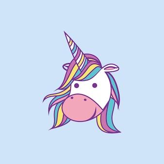 Dessin animé mignon tête de licorne souriant illustration vectorielle implantation avec fond bleu