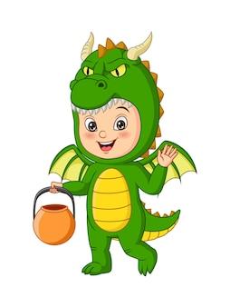 Dessin animé petit garçon vêtu d'un costume de dragon