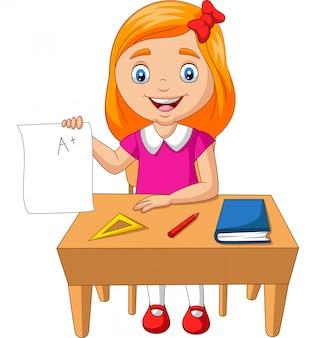 Dessin animé petite fille tenant un papier avec un grade plus