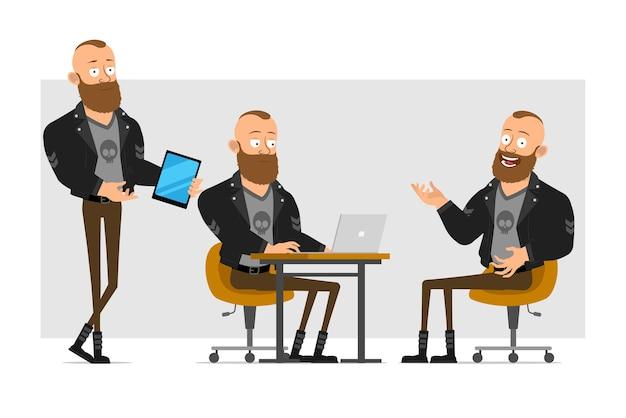 Dessin animé plat drôle personnage fort barbu punk homme avec mohawk en veste de cuir. garçon travaillant sur ordinateur portable et montrant une nouvelle tablette.