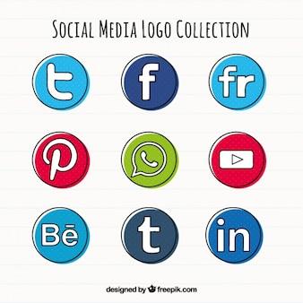 Dessinés à la main médias sociaux icônes rondes