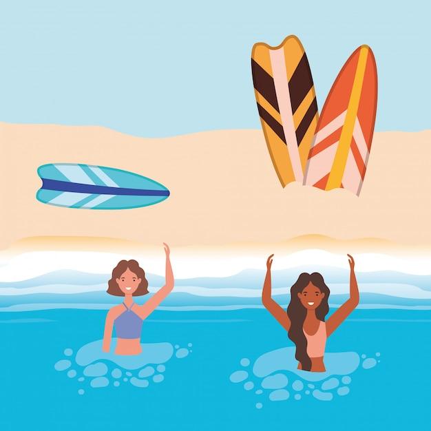 Dessins animés de filles avec maillot de bain dans la mer devant la conception de vecteur de plage