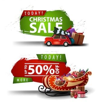 Deux bannières de réduction de noël sous la forme d'une figure abstraite avec des bords en lambeaux avec une voiture vintage rouge transportant un arbre de noël et santa sleigh avec des cadeaux