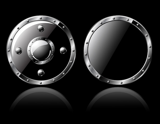 Deux boucliers en acier - isolés sur fond noir