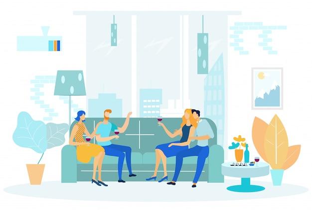 Deux couples assis sur un canapé et buvant du vin.
