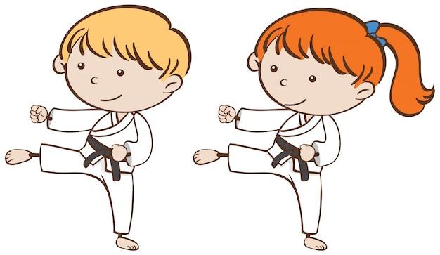 Deux enfants jouant au karaté