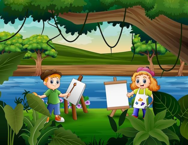 Deux enfants sont heureux de peindre au bord de la rivière