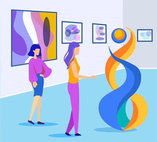Deux femmes discutent de l'exposition structurelle futuriste