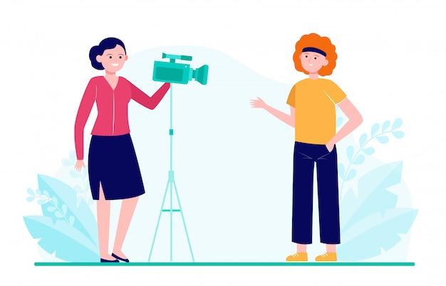 Deux femmes tournent un film, une interview ou une vidéo pour un blog