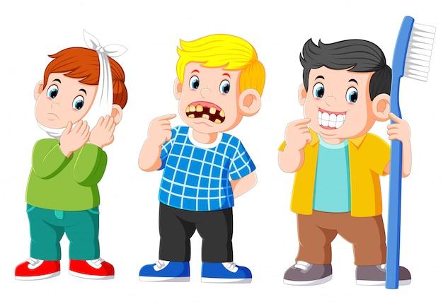 Deux garçon avec une dent malsaine et un garçon avec une dent en bonne santé