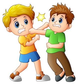 Deux garçons se battent