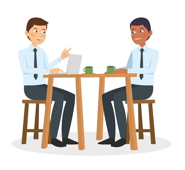 Deux hommes d'affaires parlent et discutent