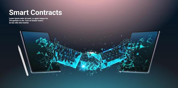Deux hommes d'affaires se serrant la main sur l'écran du tablet pc contrats intelligents technologies d'affaires financières processus blockchain technologie concept illustration vectorielle horizontale