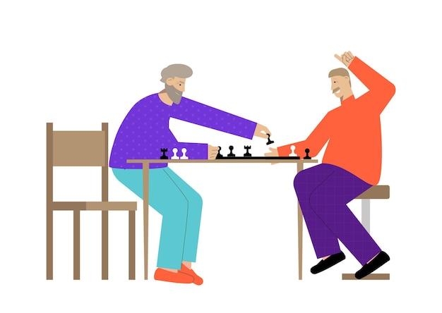 Deux hommes âgés heureux jouant aux échecs à plat