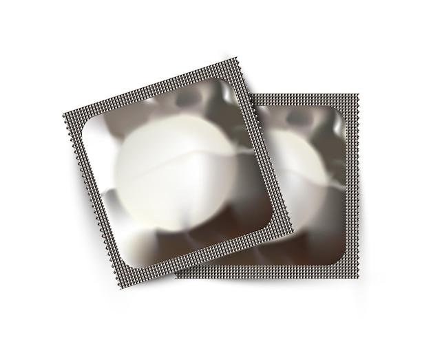 Deux paquets de préservatifs sur fond blanc concept de sexualité sans risque et de santé reproductive