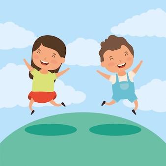 Deux petits enfants sur le terrain