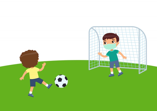 Deux petits garçons avec des masques médicaux jouant au football. protection contre les virus, allergies consept. enfants sur le terrain de football. illustration plate, personnage de dessin animé. sport et loisirs