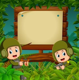 Deux soldats avec des fusils dans la jungle