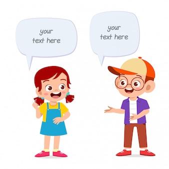 Dialogue de ballon heureux mignon enfant fille et garçon