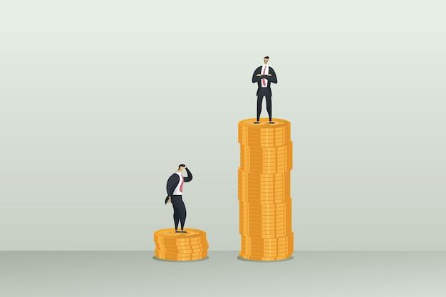 Différence de revenu inégale dans le salaire deux hommes d'affaires sur des tas de pièces