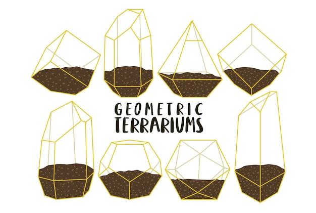 Différents terrariums géométriques dorés sans plantes sur fond blanc