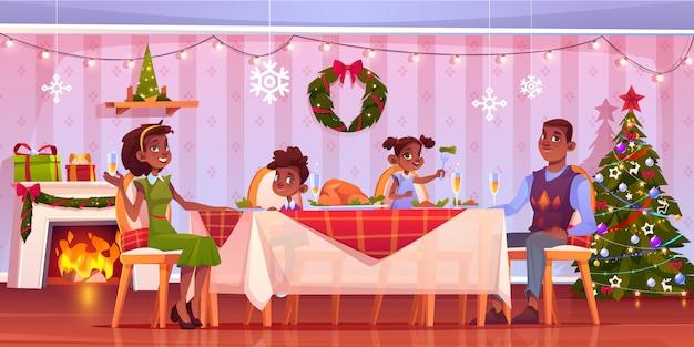 Dîner de noël, famille heureuse assis à une table décorée servie festive avec de la nourriture et des boissons. illustration de dessin animé