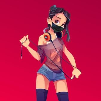 Dj fille en masque noir, vêtements modernes, coiffure et piercing tenant le fil des écouteurs accrocher sur le cou