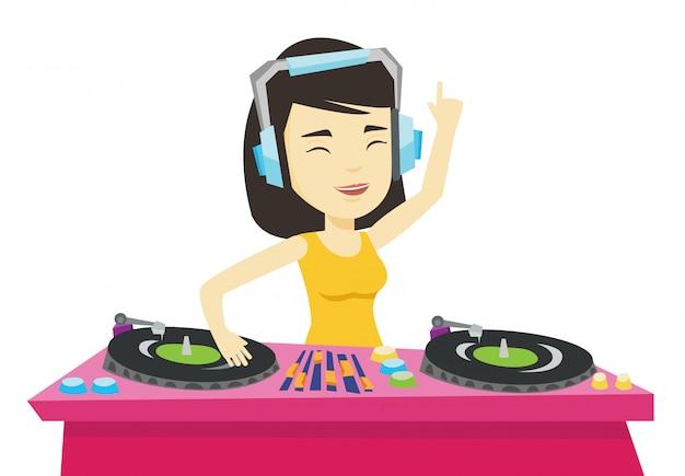 Dj mixant de la musique sur des platines.