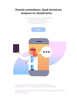Docteur arabe tenir presse-papiers application mobile bulle chat médical en ligne